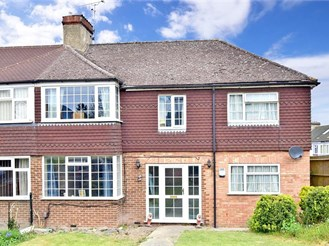 4 bed end of terrace house in Rochester