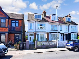 5 bed end of terrace house in Margate
