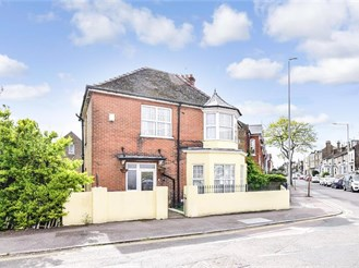 4 bed link-detached house in Ramsgate