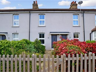 3 bed terraced house in Halling, Rochester